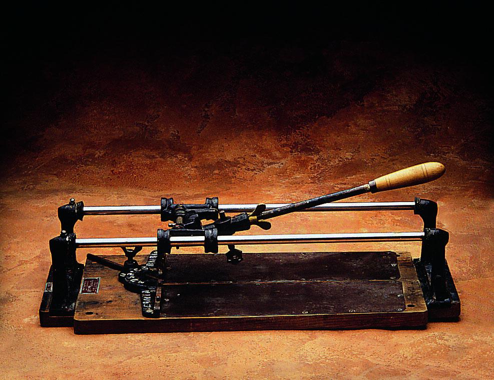 Cortadoras manuales_1era talladora antiga RUBI