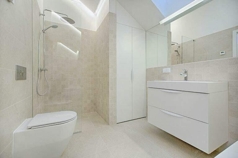 precio de alicatar un baño