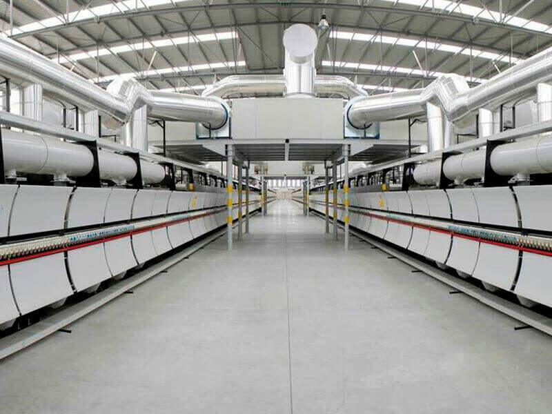 Installations de Cosentino pour la fabrication de dalles Dekton grand format.