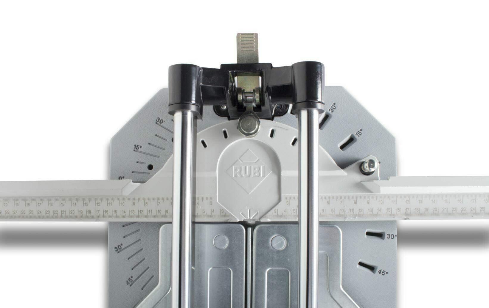 Een tegelsnijder met draaibare vooraanslag is ideaal voor als je veel tegels diagonaal moet snijden.