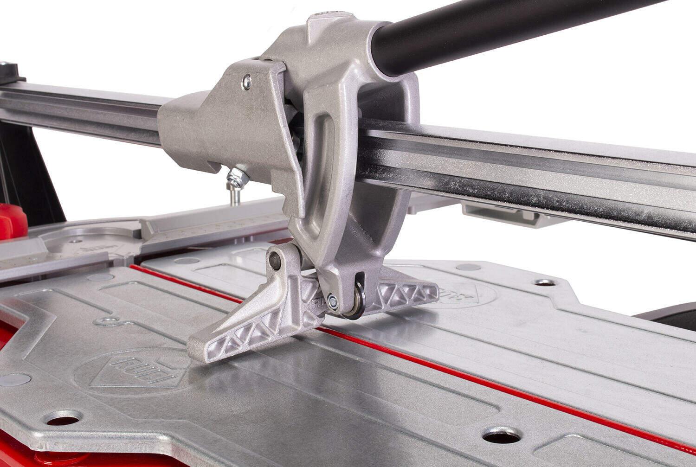 De TQ-MAGNET tegelsnijder heeft in plaats van 2 geleiders een enkele geleider die bestaat uit 2 profielen.