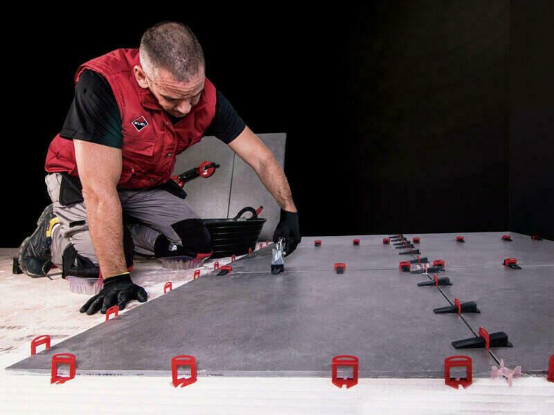 Het DELTA LEVEL systeem van RUBI voor het nivelleren van tegels.