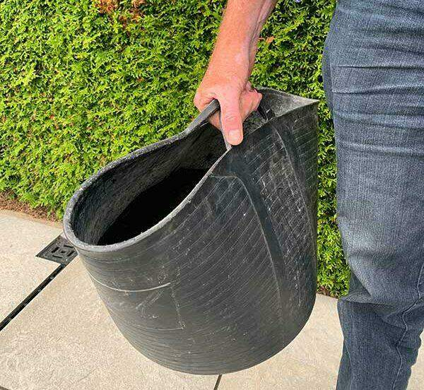 Water transporteren gaat gemakkelijk in een grote kuip.