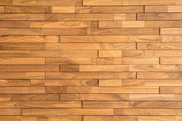 Keramische tegels met houtnerf in wildsteensverband