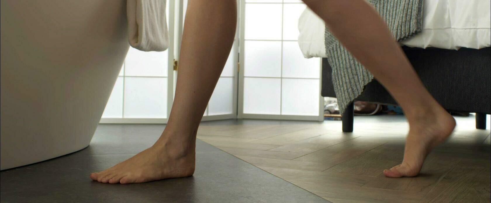 Bij vloerverwaming hoort tegels, iets anders is echt onzin.