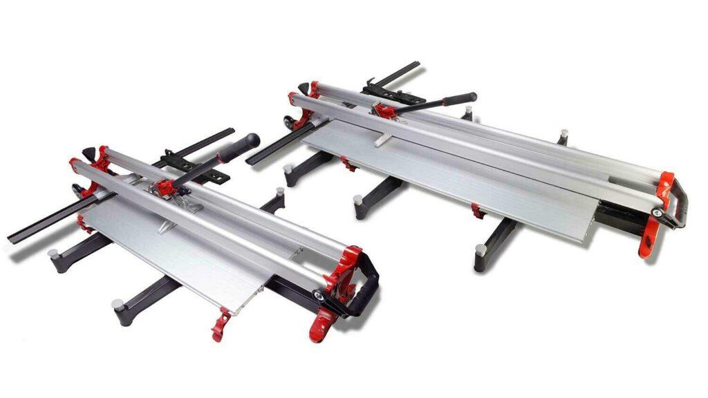 Hoe groter de tegelsnijder, hoe groter de breekkracht is. Dit is nodig om dikkere tegels te kunnen breken.