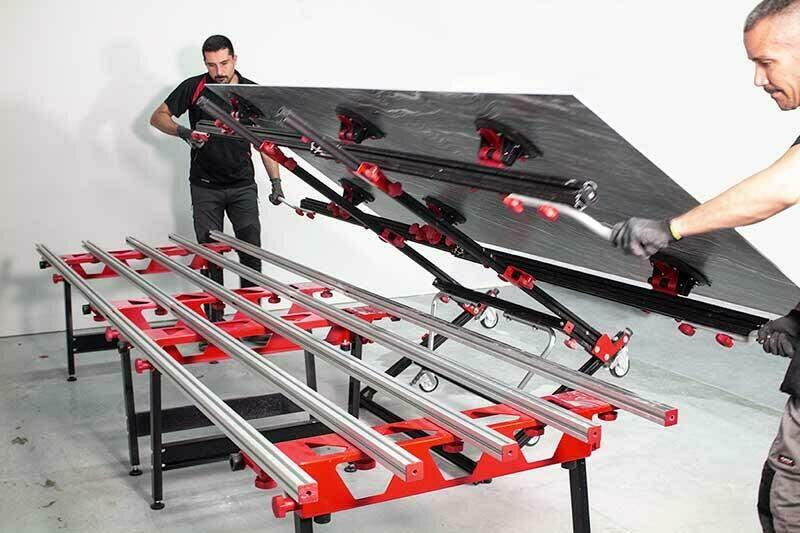 Het SLAB systeem is onmisbaar bij het vervoeren, dragen en verwerken van grote platen.