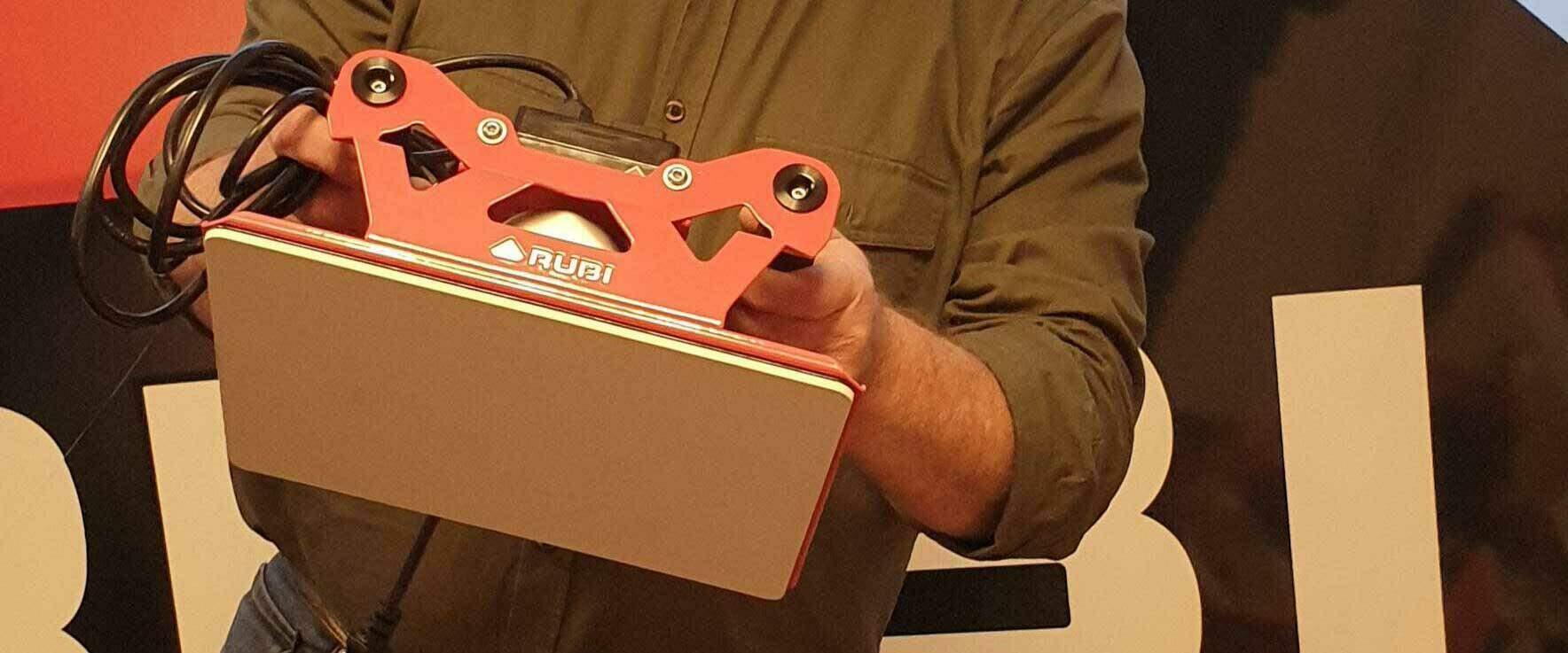 De RUBI TRILLER is de nieuwe elektrische tegelklopper van RUBI voorgesteld door Bert