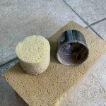 In de holte van de diamantboor kun je een stuk spons stoppen.