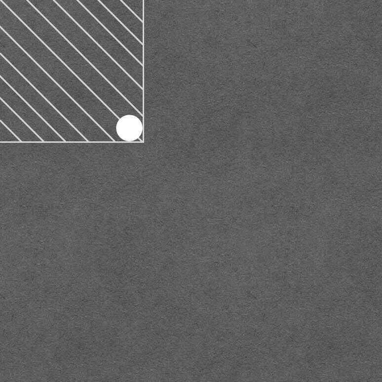 Bij het zagen van hoeken uit een tegel boor je eerst een gaatje om de spanning weg te halen.