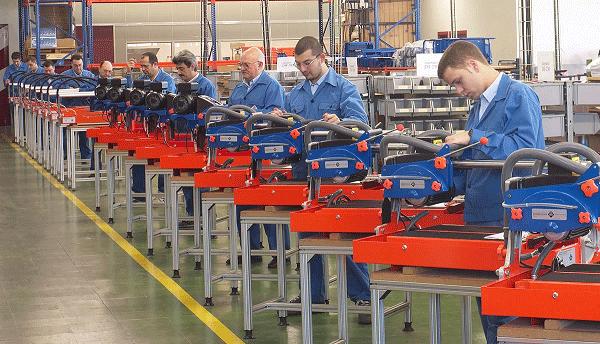 Een productielijn van zaagmachines in 1991
