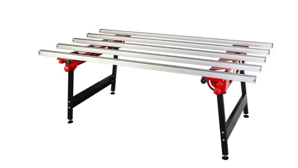 De RUBI SLAB tafel met versterkte aluminium profielen voor het stabiel bewerken van tegels.