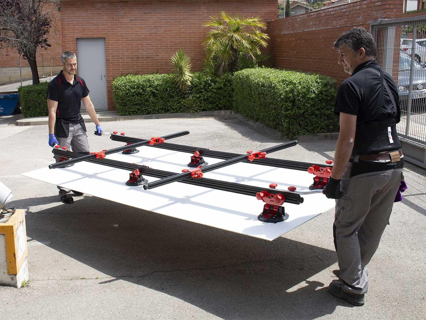 Met het RUBI SLAB TRANS HEAVY DUTY draagsysteem kun je tegels dragen tot 320 cm.