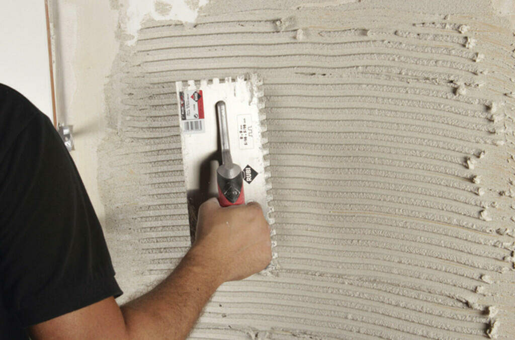 Sanded vs. Unsanded Grout - Vertical Installation